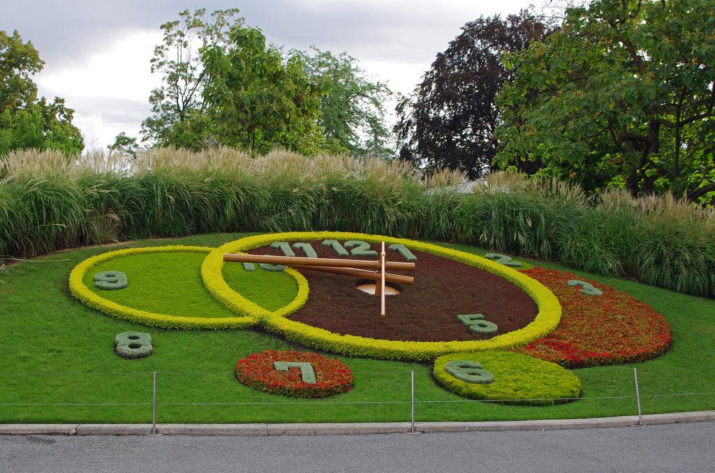 Vue sur l'Horloge fleurie monument célèbre à Genève