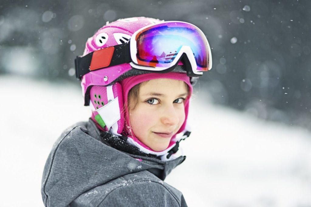 fille faisant du ski genève