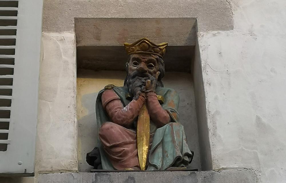 statue du roi des burgondes
