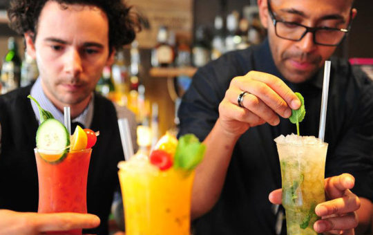 barmen à l'apothicaire cocktail club geneve