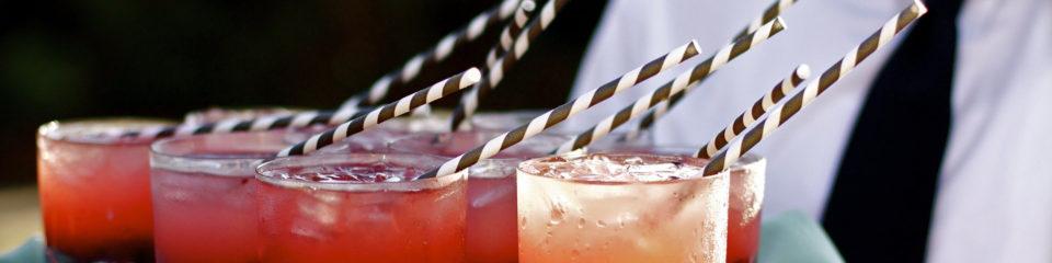 cocktails servis sur plateau