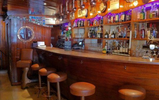 new navy bar