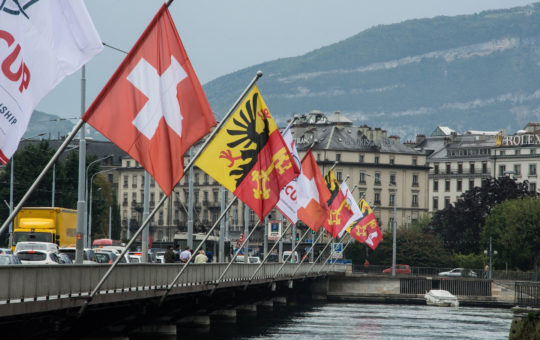 drapeaux pont du mont blanc