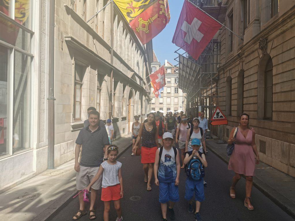 groupe dans les rues de la vieille ville genève