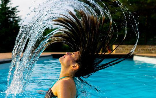 nageuese dans la piscine genève